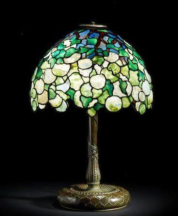 Tiffay Snowball table lamp