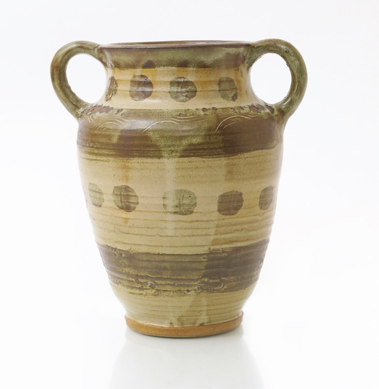 An example of William Staite Murray's studio pottery
