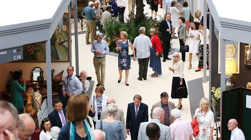 Visitors to Art Antiques Olympia