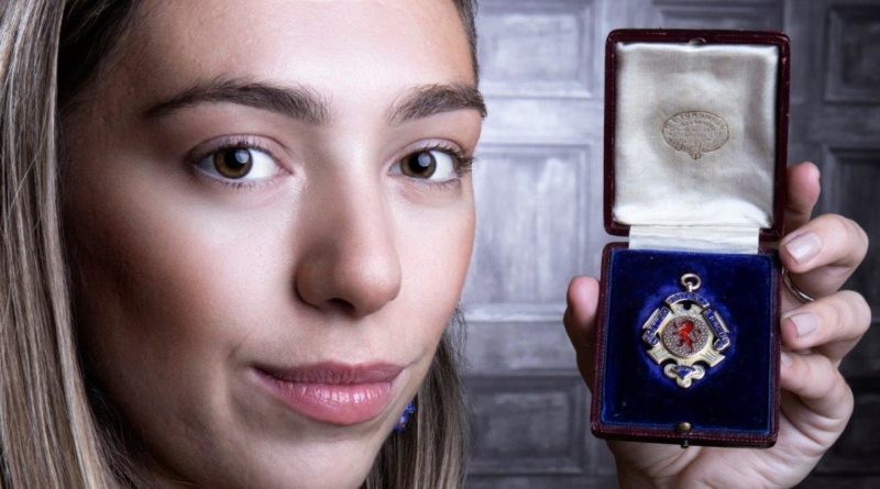 Hannah Murphy from McTear's with Joe Hendry's League Championship medal from season 1910-11 - pic Ken McArthur (2)