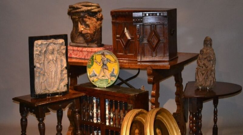 Christmas selling exhibition at Suffolk House Antiques