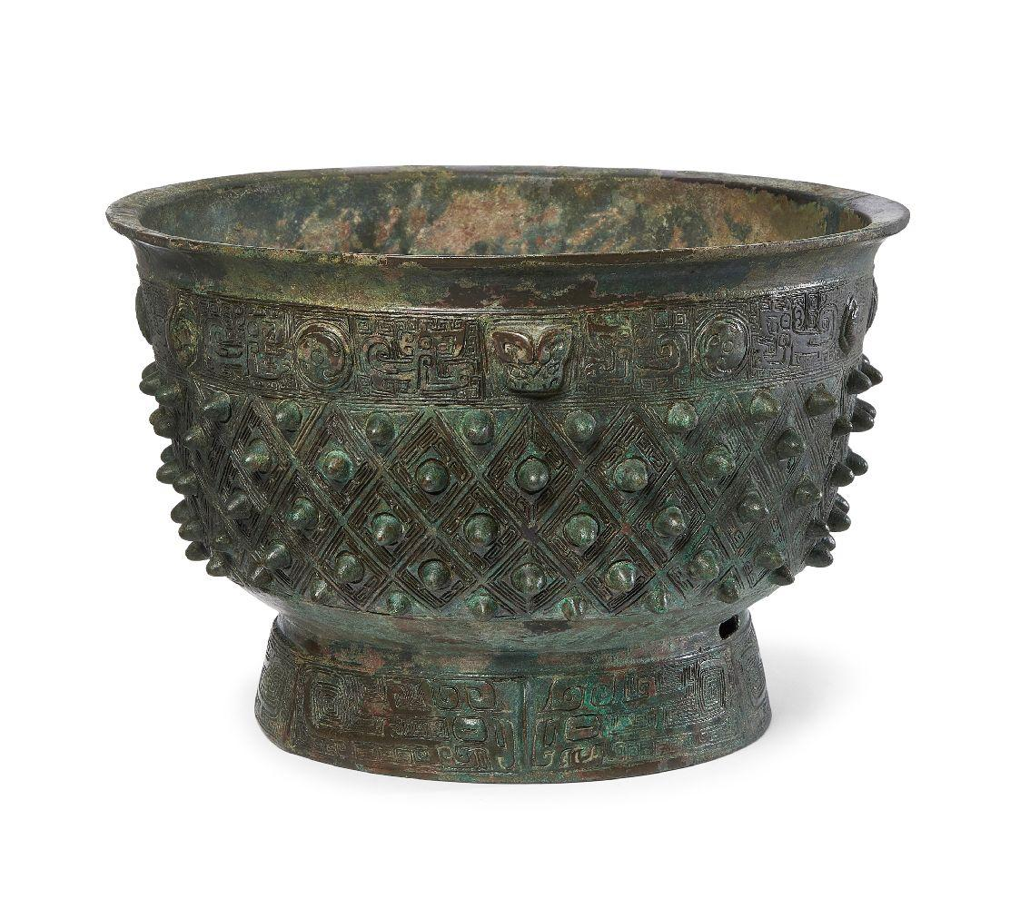 A rare Chinese archaic bronze ritual food vessel, Yu, late Shang dynasty