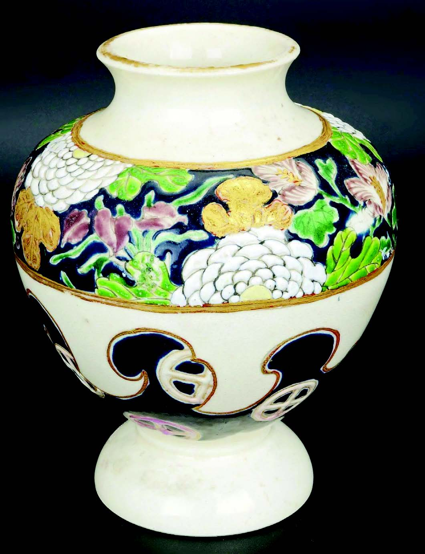 Japanese gosublue Satsuma vase Meijiperiod c. 1900, so-calledImperial ware