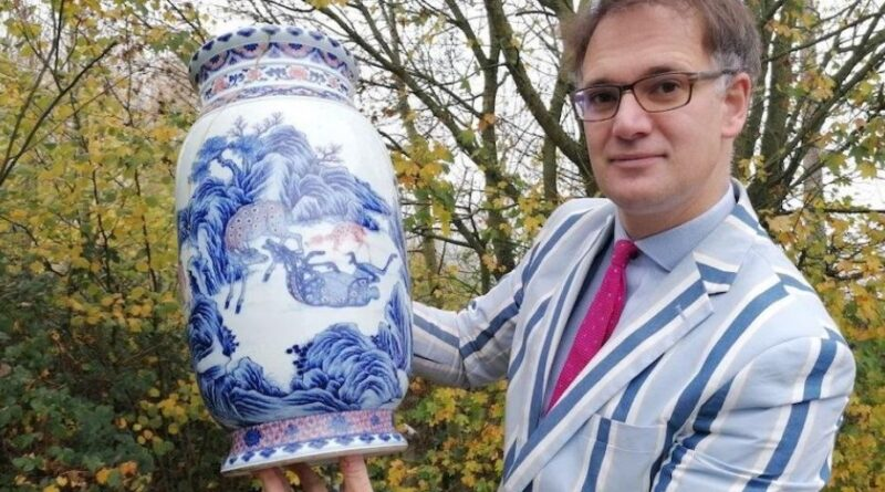 Cracked Chinese vase with Charles Hanson