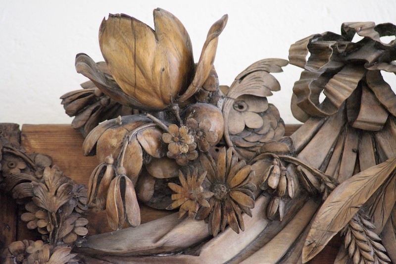 Limewood carvings of flowers, fruit and foliage by Grinling Gibbons. Credit_ Abingdon Town Hall Museum