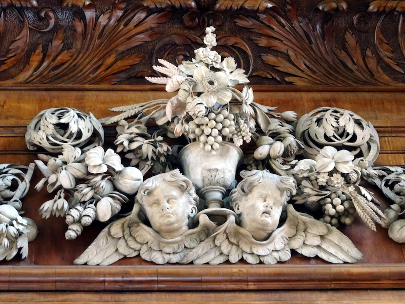 Limewood cherubs surmounting the reredos by Grinling Gibbons at Trinity College Chapel, Oxford