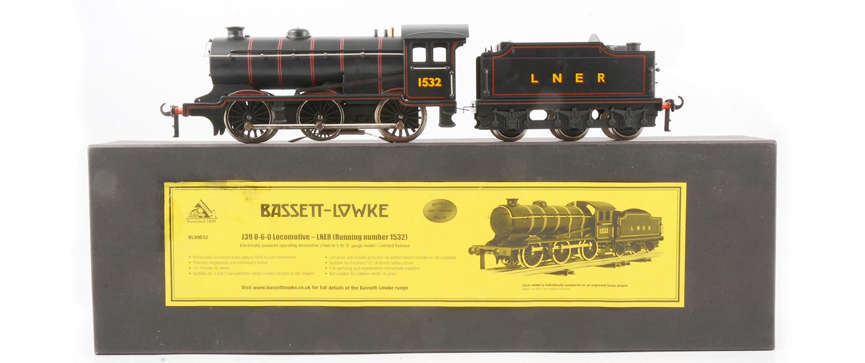 Corgi for Bassett-Lowke, J39 0-6-0 loco and tender LNER no. 1532