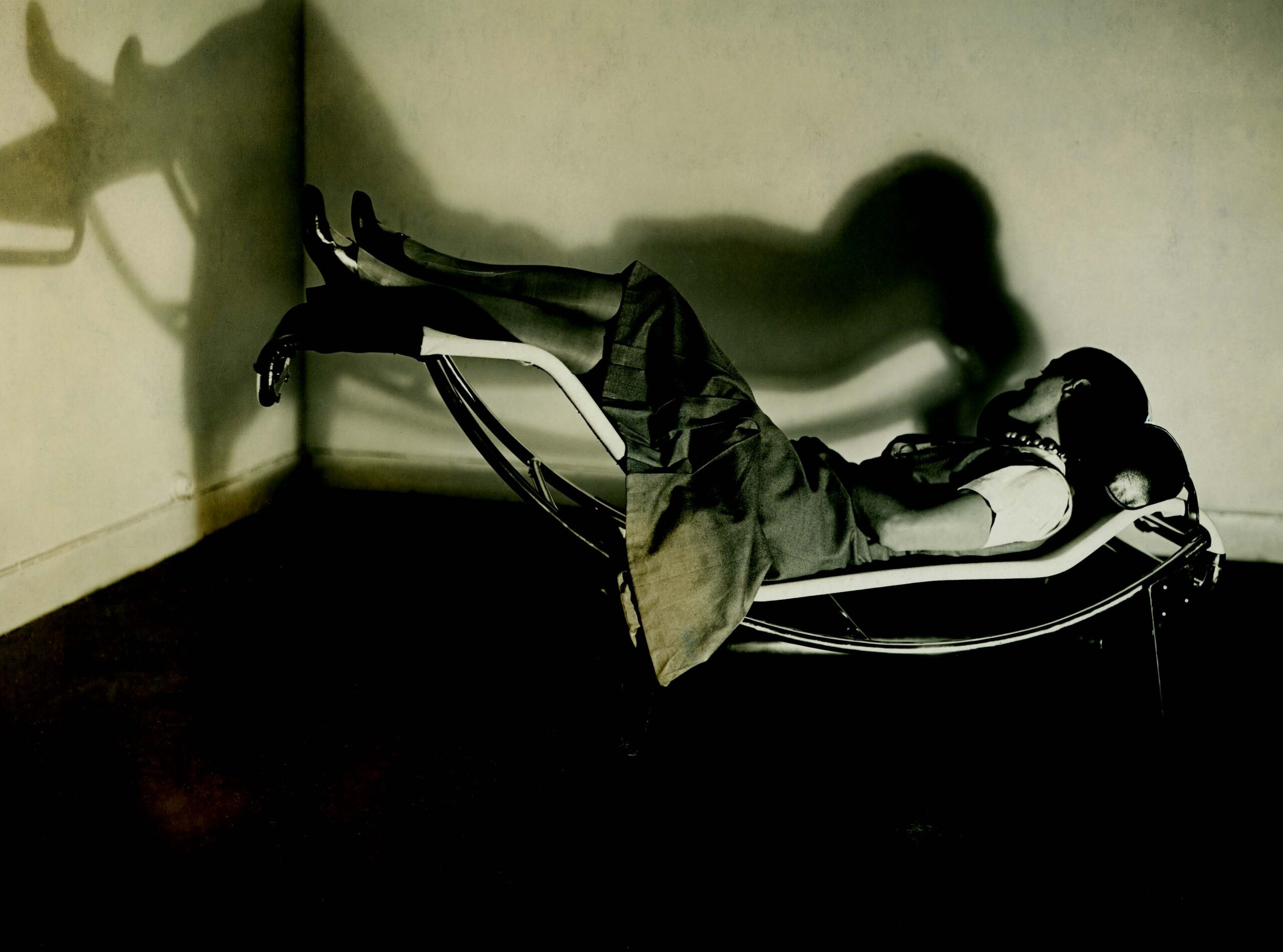 Charlotte Perriand on the chaise longue Basculante B306