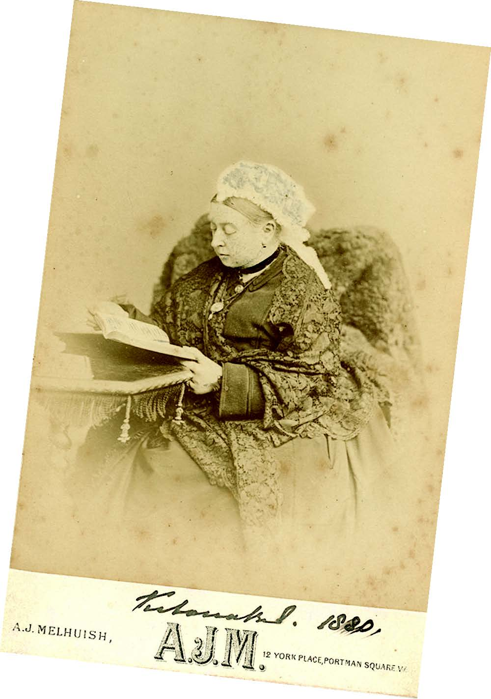 Queen Victoriaphotographed readinga book by ArthurJames Melhuish, priced£4,995 at Paul FraserCollectibles, imagecourtesy Paul FraserCollectibles